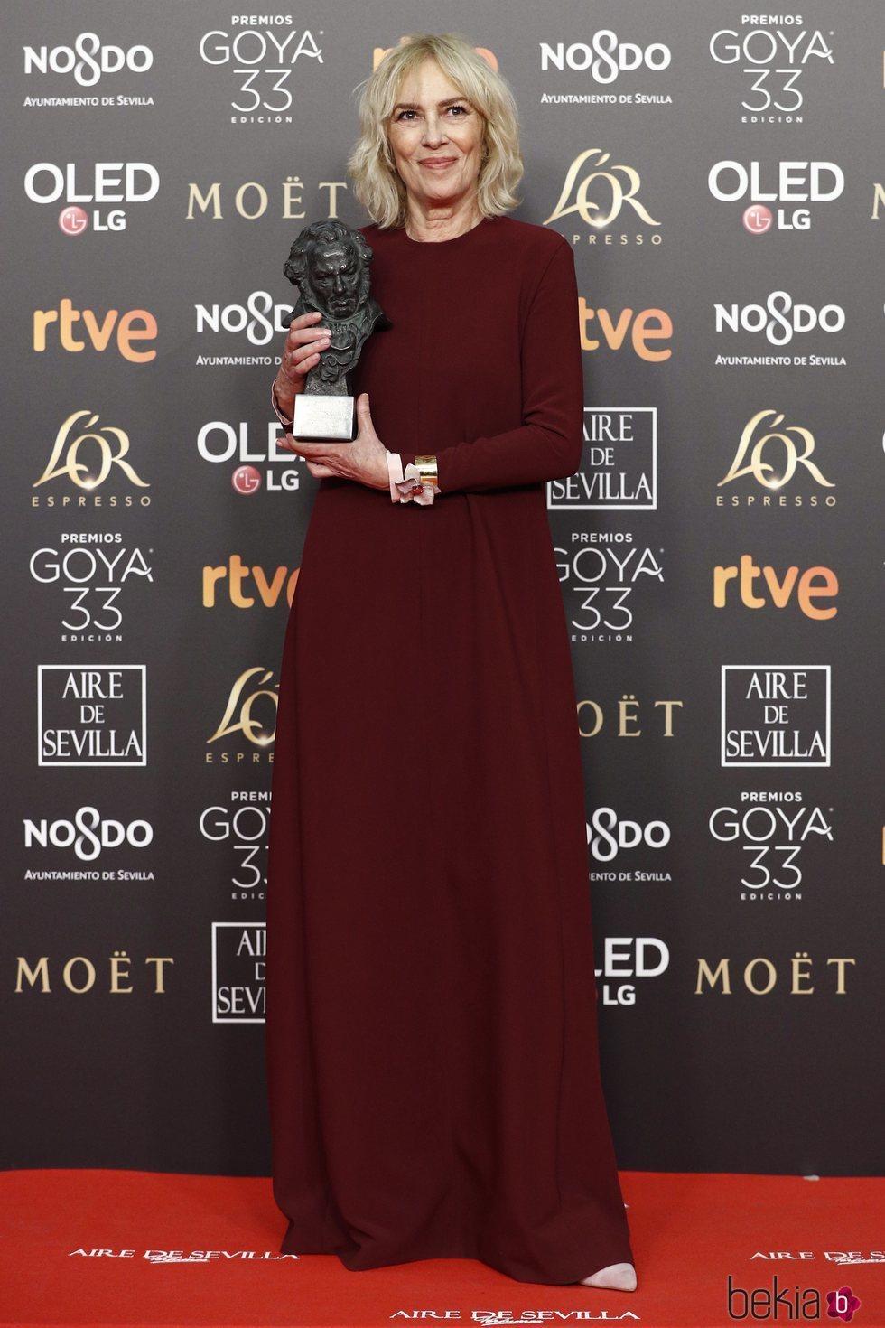Susi Sánchez con su estatuilla en los Premios Goya 2019