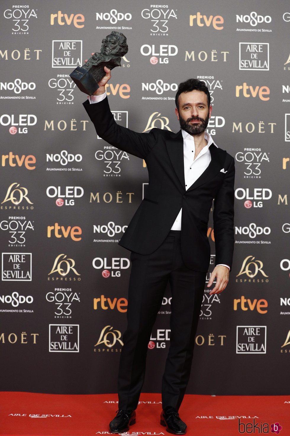 Rodrigo Sorogoyen con su estatuilla en los Premios Goya 2019