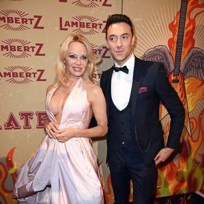 Pamela Anderson y Maxime Dereymez en el evento de Rockin Chocolate