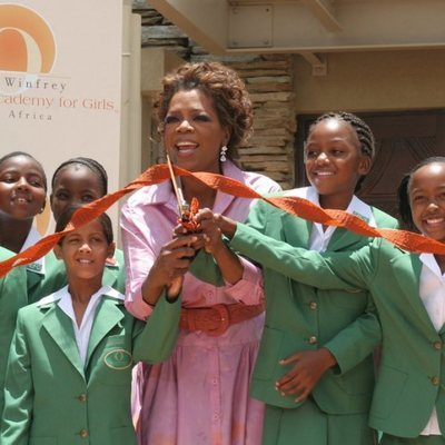 Oprah Winfrey inaugurando la Leadership Academy for Girls