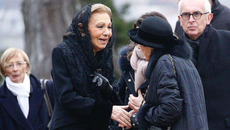 Farah Diba en el funeral del Conde de París