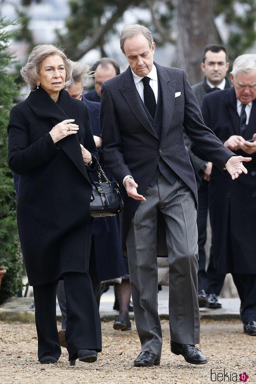 La Reina Sofía y Juan de Orleans en el funeral del Conde de París