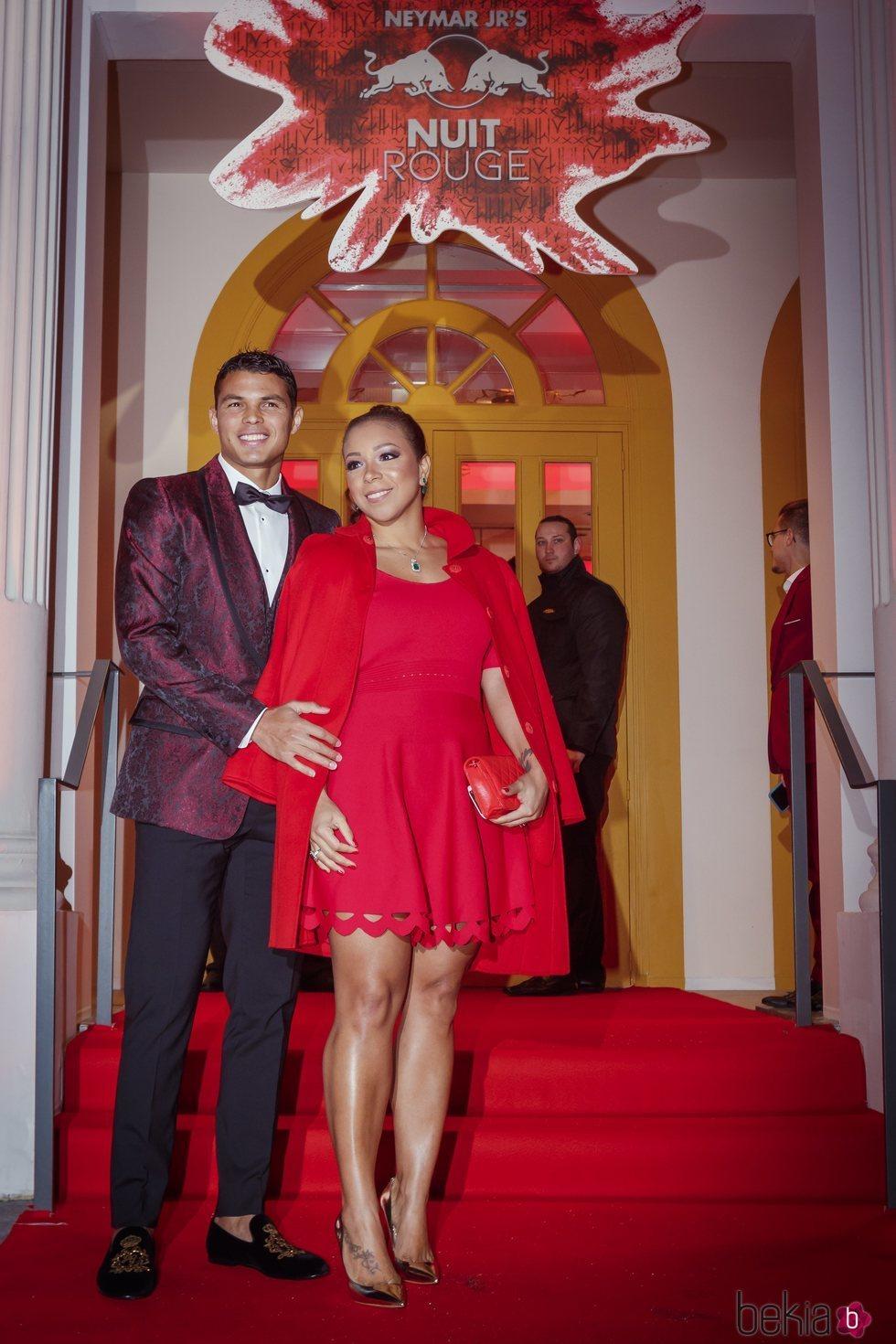 Thiago Silva e Isabele da Silva en la fiesta de cumpleaños de Neymar