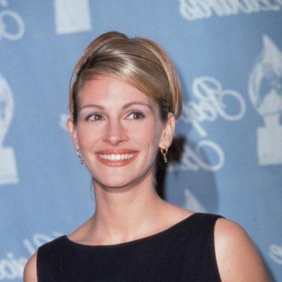 Julia Roberts con su premio en los People's Choice Awards