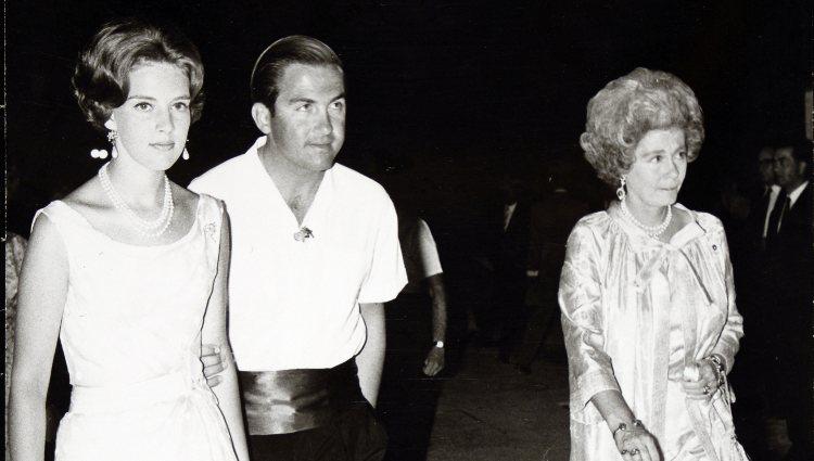 Los Reyes Constantino y Ana María de Grecia junto a la Reina Federica