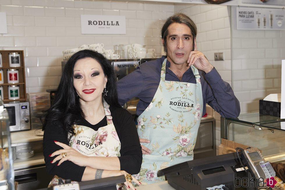 Mario Vaquerizo y Alaska en un evento de Rodilla