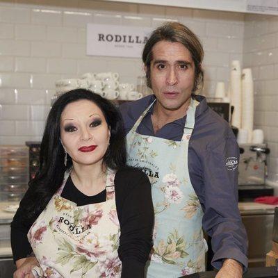 Mario Vaquerizo y Alaska en el 80 aniversario de Rodilla