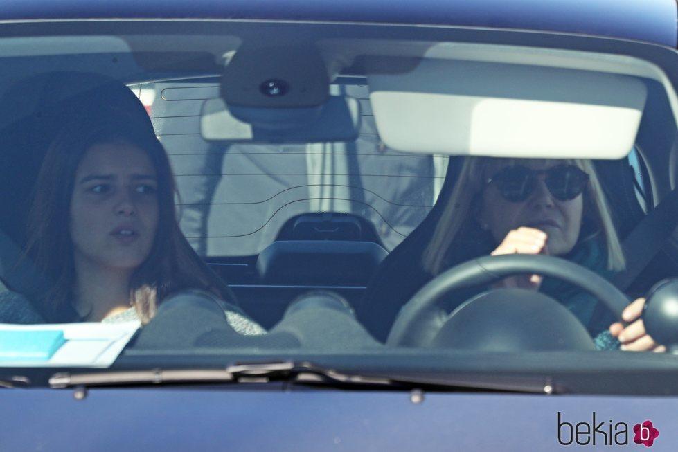 Eugenia Martínez de Irujo y Cayetana Rivera en el coche