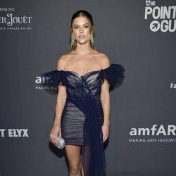 Nina Agdal en la gala amFAR 2019