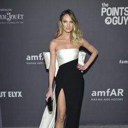 Candice Swanepoel en la gala amFAR 2019