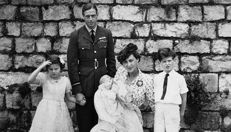 Los Príncipes Jorge y Marina de Kent junto a sus tres hijos