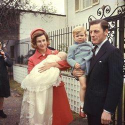 Alexandra de Kent y Angus Ogilvy con sus dos hijos