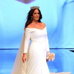 Anabel Pantoja desfilando vestida de novia en SIMOF 2019