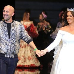 Anabel Pantoja desfilando para Alonso Cozar en SIMOF 2019