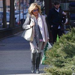 Lydia Lozano paseando por las calles de Madrid