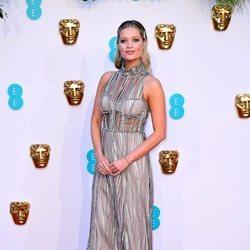 Laura Whitmore en la alfombra roja de los Premios BAFTA 2019