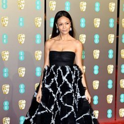 Thandie Newton en la alfombra roja de los Premios BAFTA 2019