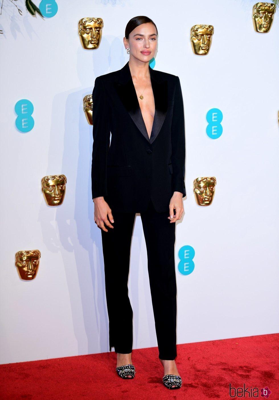 Irina Shayk en la alfombra roja de los Premios BAFTA 2019