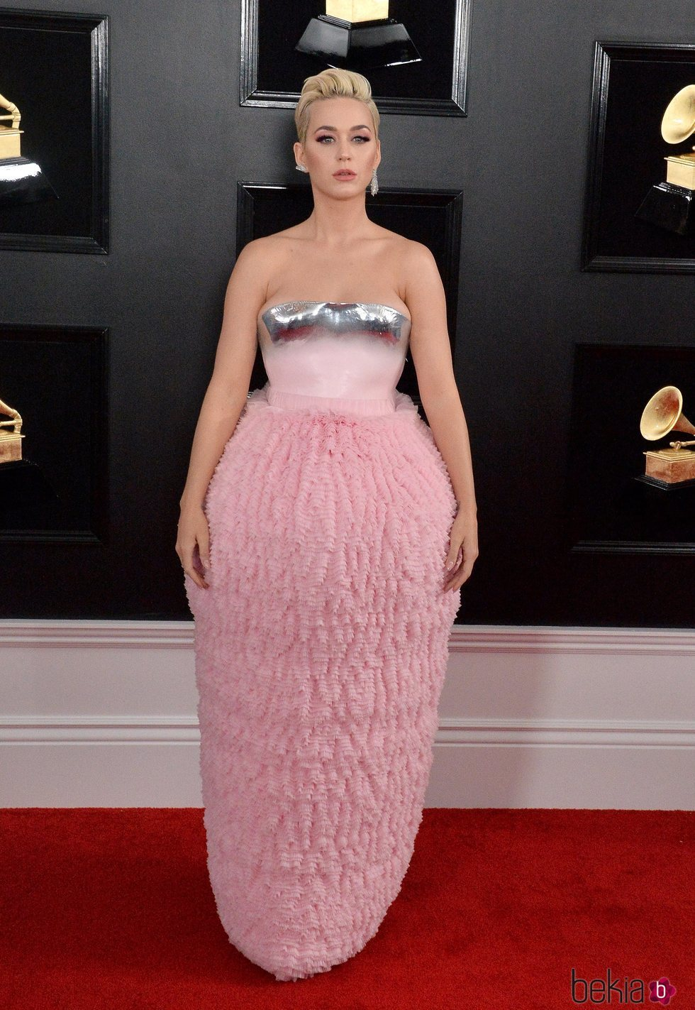 Katy Perry en la alfombra roja de los Grammy 2019