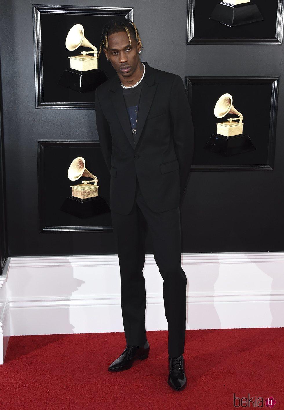 Travis Scott en la alfombra roja de los Grammy 2019
