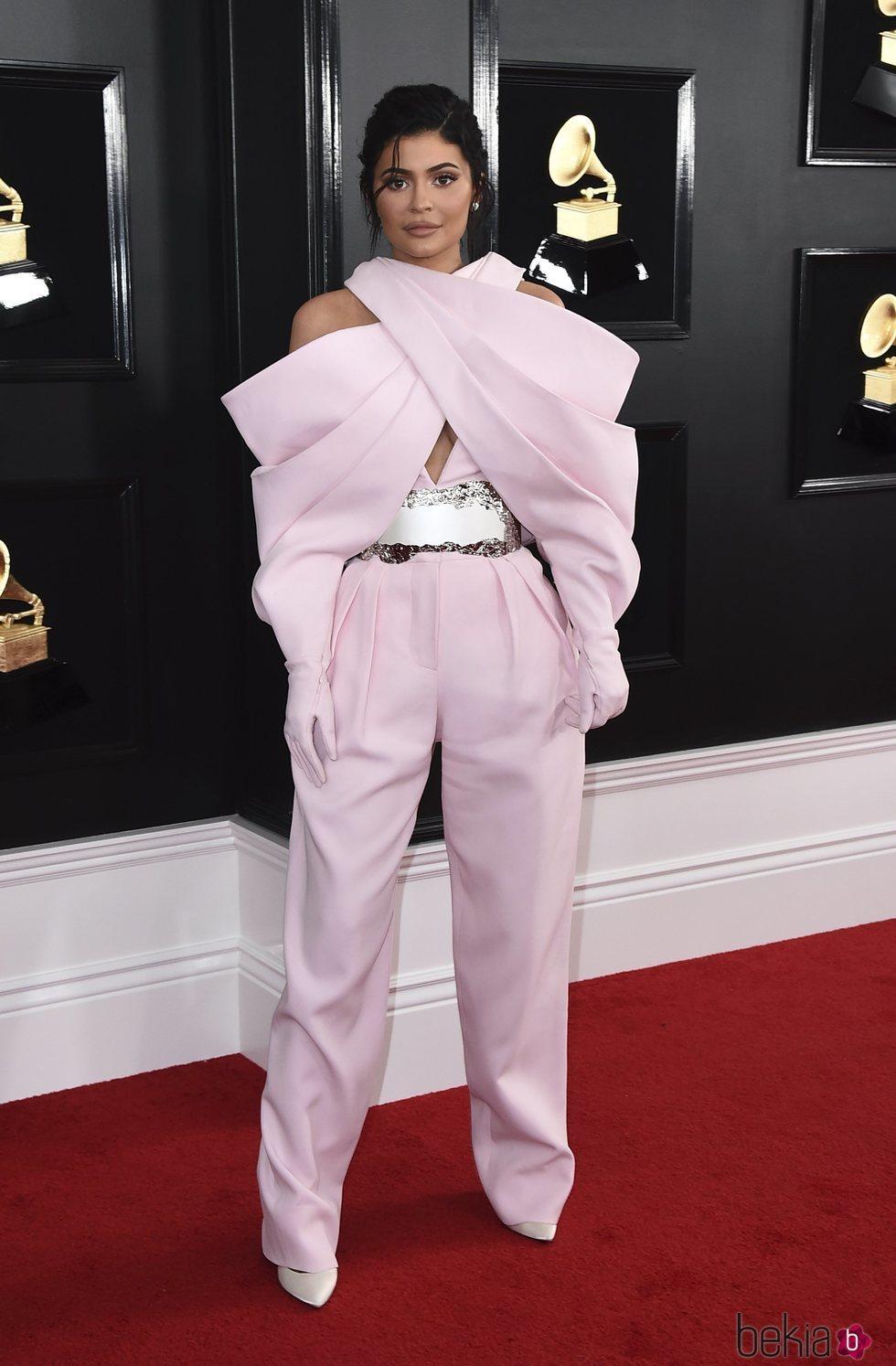 Kylie Jenner en la alfombra roja de los Grammy 2019