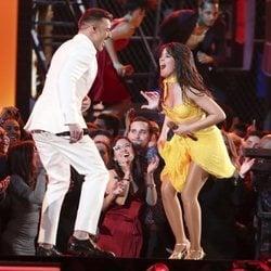 Ricky Martin y Camila Cabello durante su actuación en los Grammy 2019