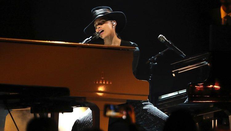 Alicia Keys durante su actuación en los Grammy 2019