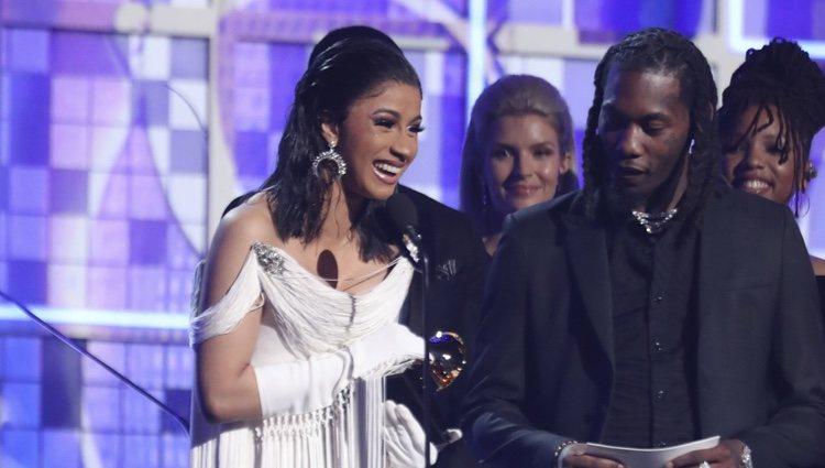 Cardi B recogiendo un galardón en los Grammy 2019