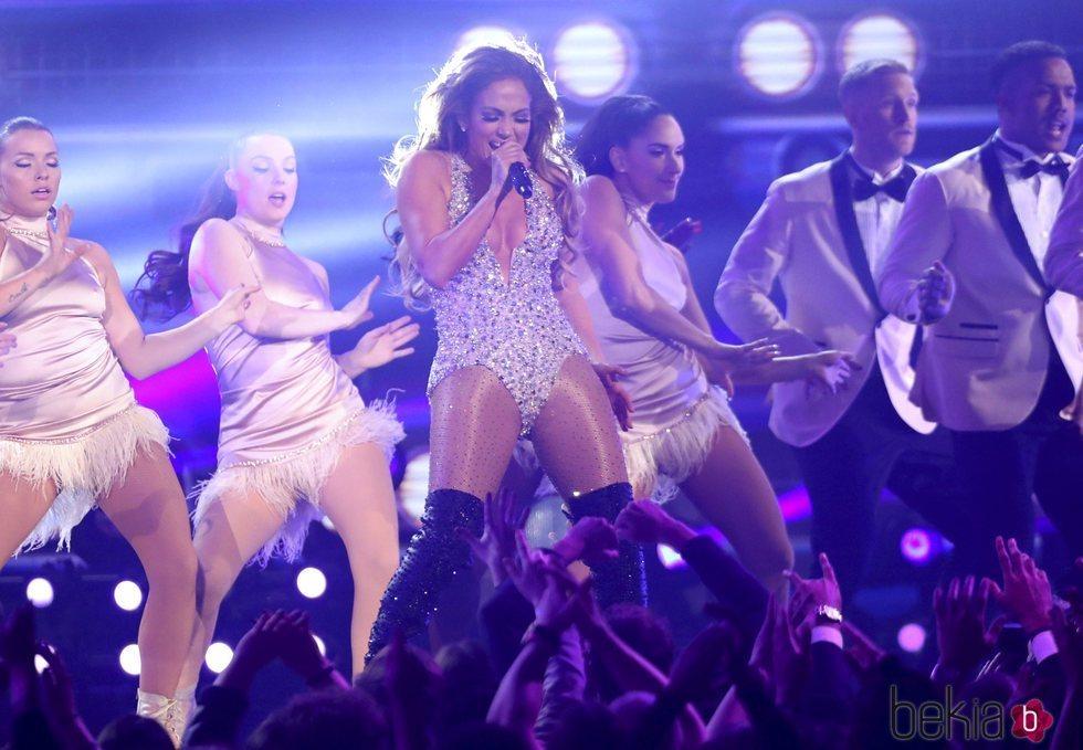 Jennifer Lopez durante su actuación en los Grammy 2019