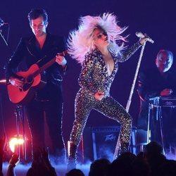 Lady Gaga y Mark Ronson durante su actuación en los Grammy 2019