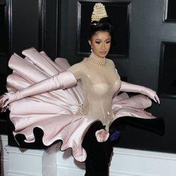 Cardi B en la alfombra de los Grammy 2019