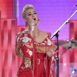 Katy Perry actuando en los Grammy 2019