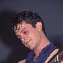 Alejandro Sanz tocando la guitarra en 1990