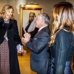 Máxima de Holanda saluda emocionada a Abdalá y Rania de Jordania