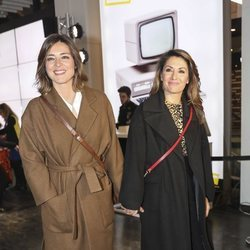 Nagore Robles y Sandra Barneda juntas de la mano