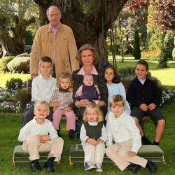 Los Reyes Juan Carlos y Sofía con sus 8 nietos cuando eran pequeños