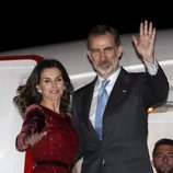 Los Reyes Felipe y Letizia despidiéndose de Marruecos tras su Viaje Oficial