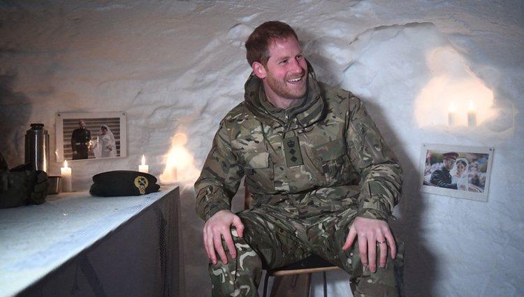 Principe Harry  en un iglú en Noruega con fotos con Meghan Markle