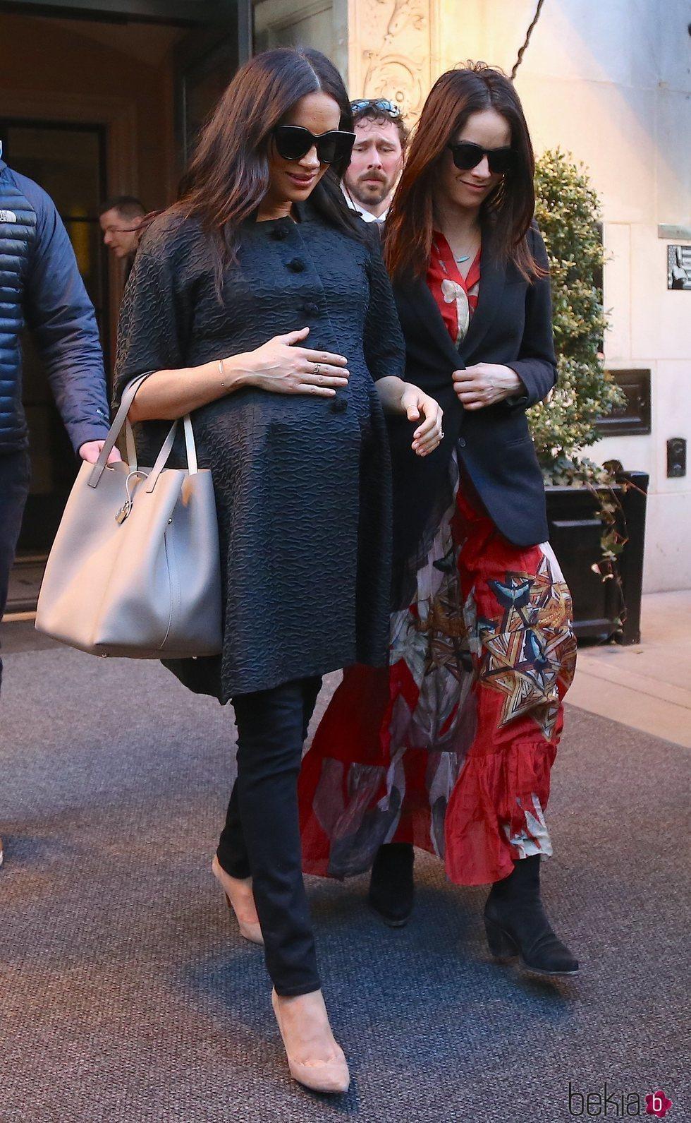 Meghan Markle y Abigail Spencer salen a comer juntas en Nueva York