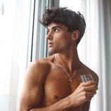 Daniel Illescas con el torso desnudo
