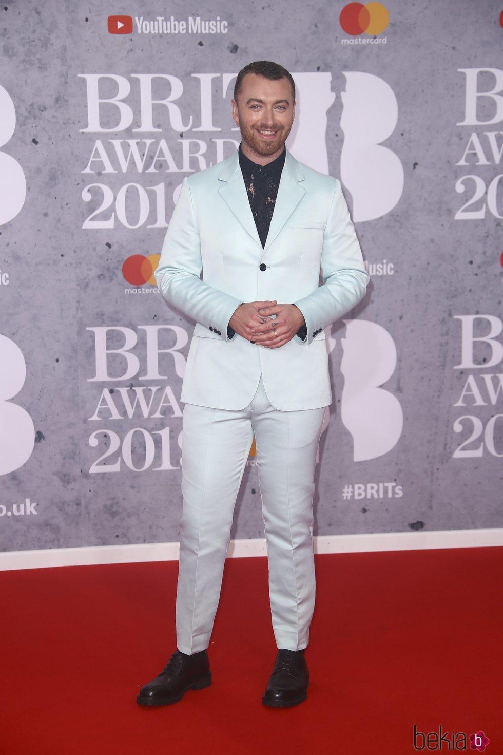 Sam Smith en la alfombra roja de los Brit Awards 2019