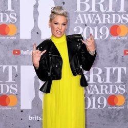 Pink en la alfombra roja de los Brit Awards 2019
