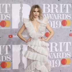 Suki Waterhouse en la alfombra roja de los Brit Awards 2019