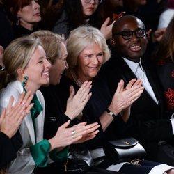 Camilla Parker Bowles en la Semana de la Moda de Londres 2019