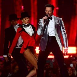 Hugh Jackman actuando en los Brit Awards 2019
