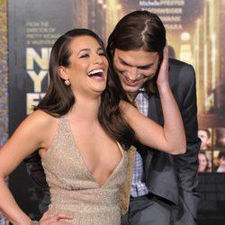 Ashton Kutcher pillado mirando a Lea Michele