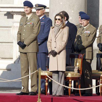 Los Príncipes de Asturias en el Relevo de la Guardia Real en el Palacio de Oriente