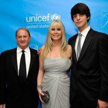 Mike, Irena y Nick Medavoy en la gala Unicef Ball 2011