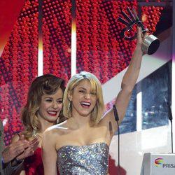 Shakira recoge su galardón en los Premios 40 Principales 2011