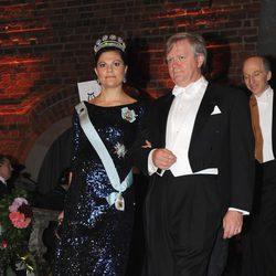 Victoria de Suecia y Brian Schmidt en el banquete de los Premios Nobel 2011